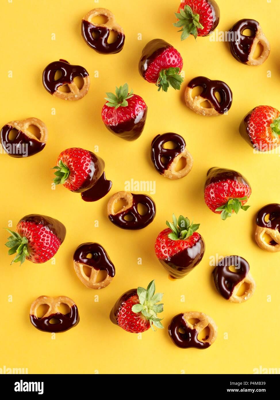 Chocolate strawberries and chocolate pretzels - Stock Image