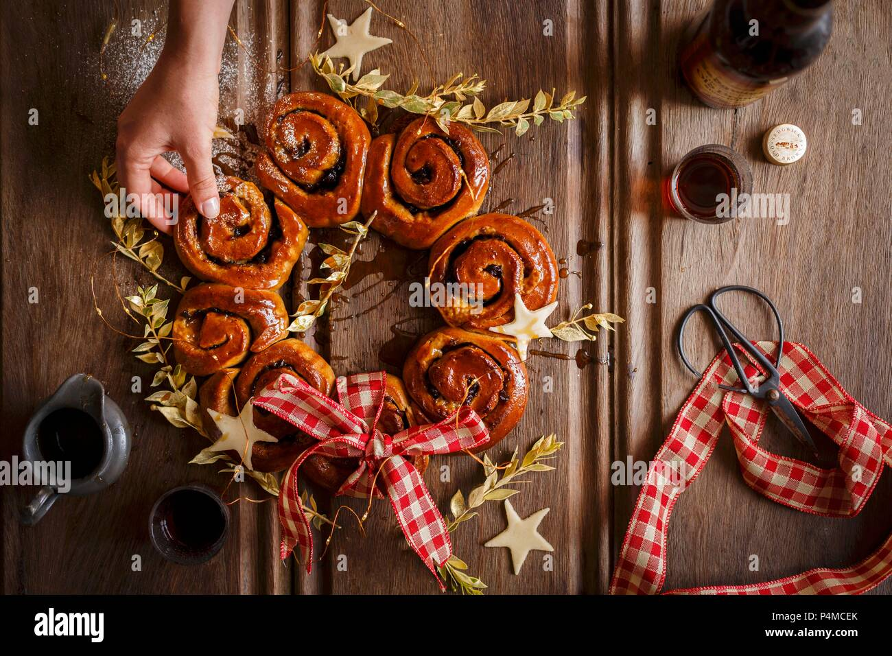 A wreath of mince whirls with sherry for Christmas - Stock Image