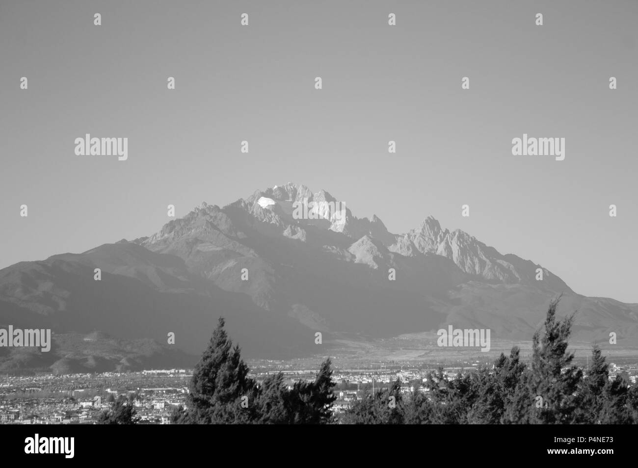 Jade Dragon Snow Mountain (Lijiang, Yunnan, China) - Stock Image