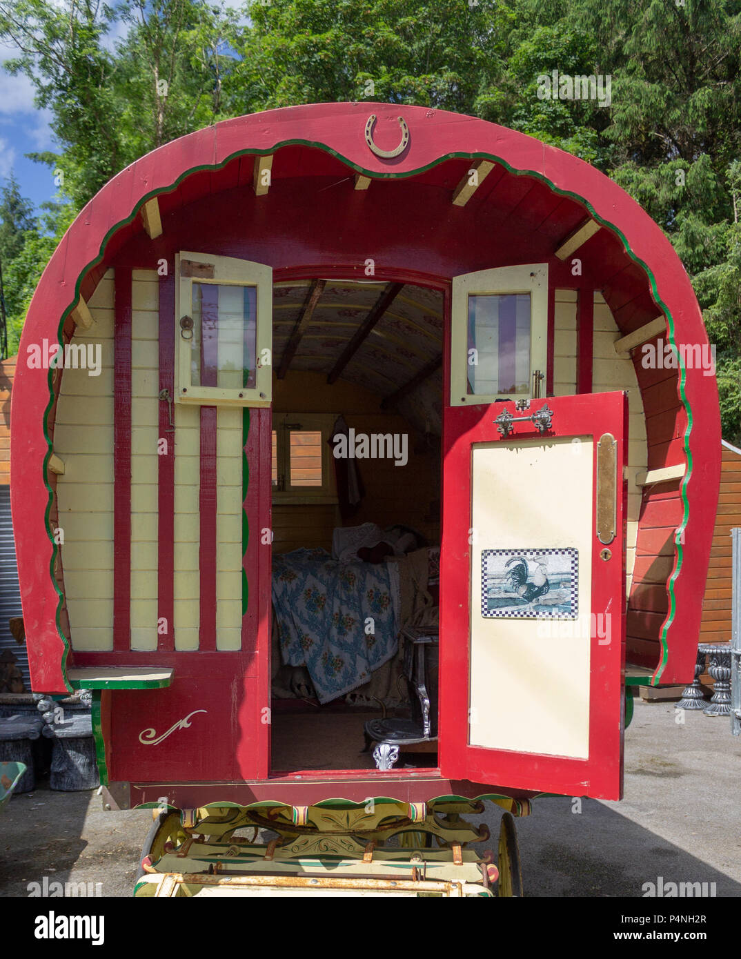 gypsy caravan or romany caravan painted yellow and red. - Stock Image