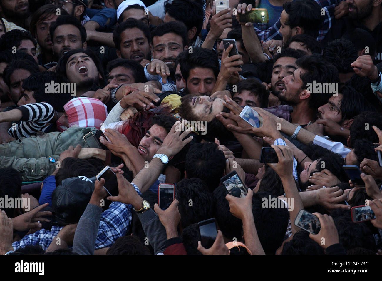 srinagar kashmir india 22nd june 2018 people carry the dead body of a local militant dawood. Black Bedroom Furniture Sets. Home Design Ideas