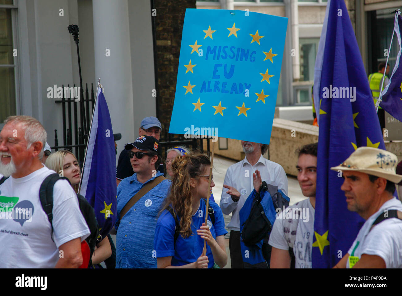 London, UK. 23rd June 2018. Anti-Brexit protesters at the People's Vote March Credit: Alex Cavendish/Alamy Live News - Stock Image