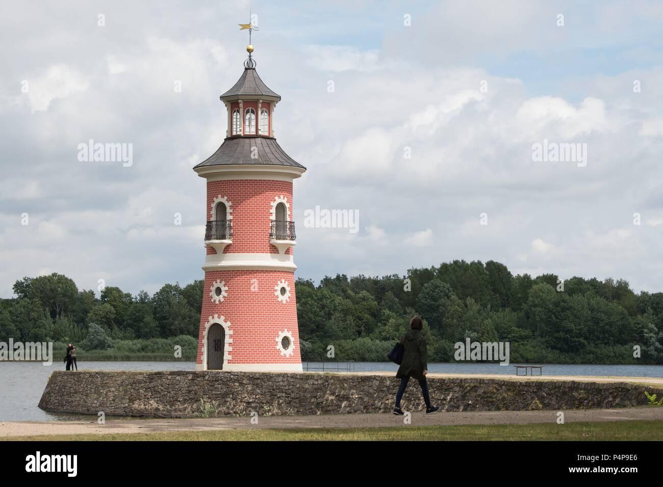 Moritzburg, Germany. 22nd June, 2018. A woman walks along a jetty in front of the lighthouse. Credit: Sebastian Kahnert/dpa-Zentralbild/ZB/dpa/Alamy Live News Stock Photo