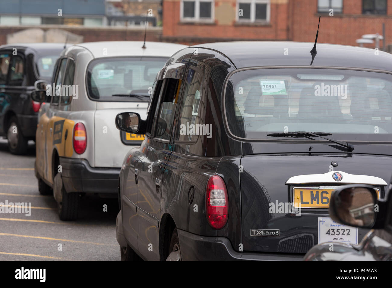Black Cab London Fares >> A Row Of London Black Cabs Taxis Waiting For Fares Stock Photo