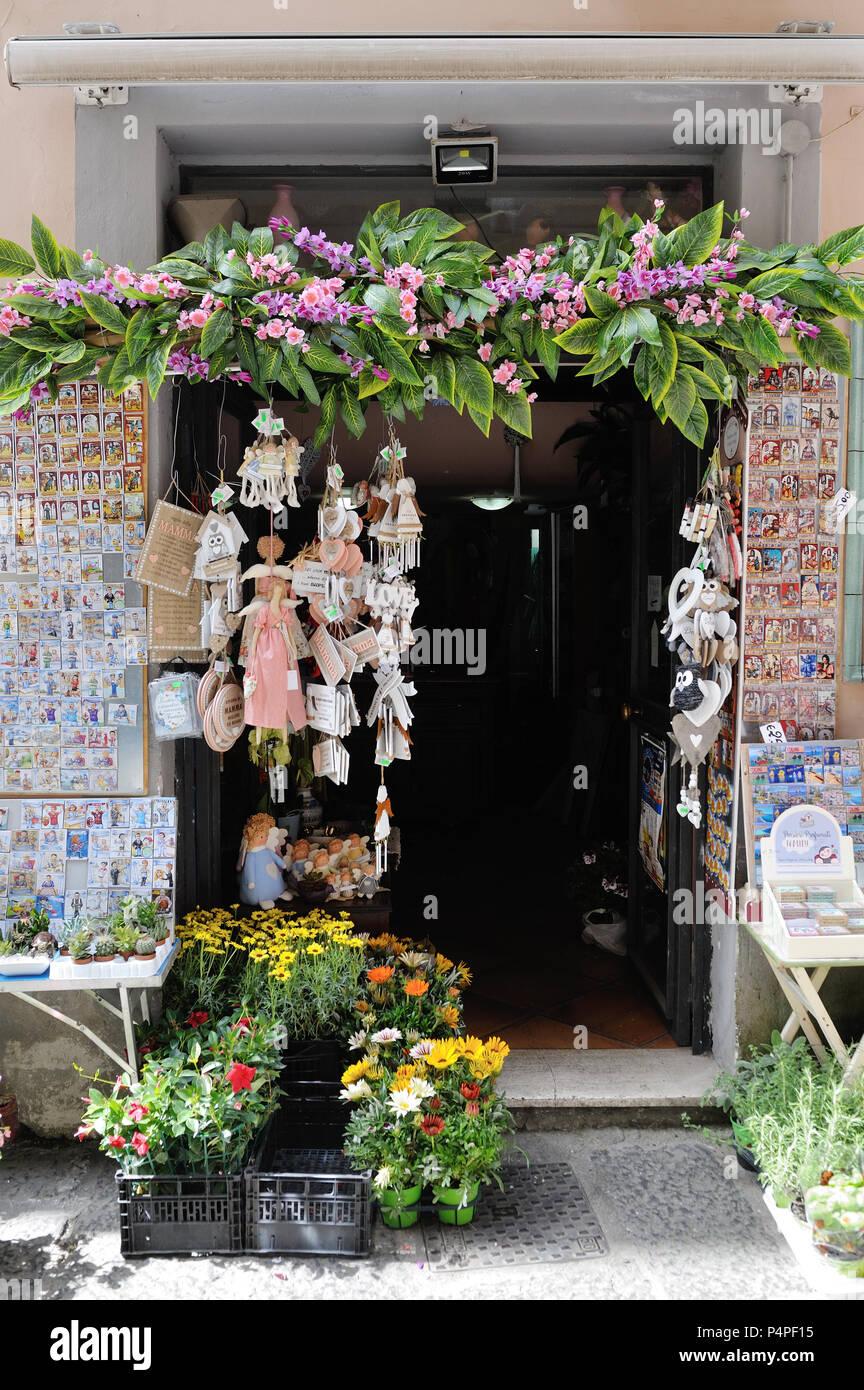 VIETRI SUL MARE, ITALY - April 27, 2018 Colorful ceramic shop in Amalfi Coast Stock Photo