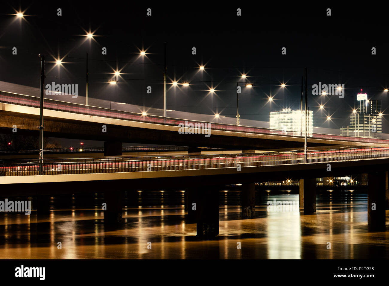Bridge over troubled water, Rheinkniebrücke Düsseldorf - Stock Image