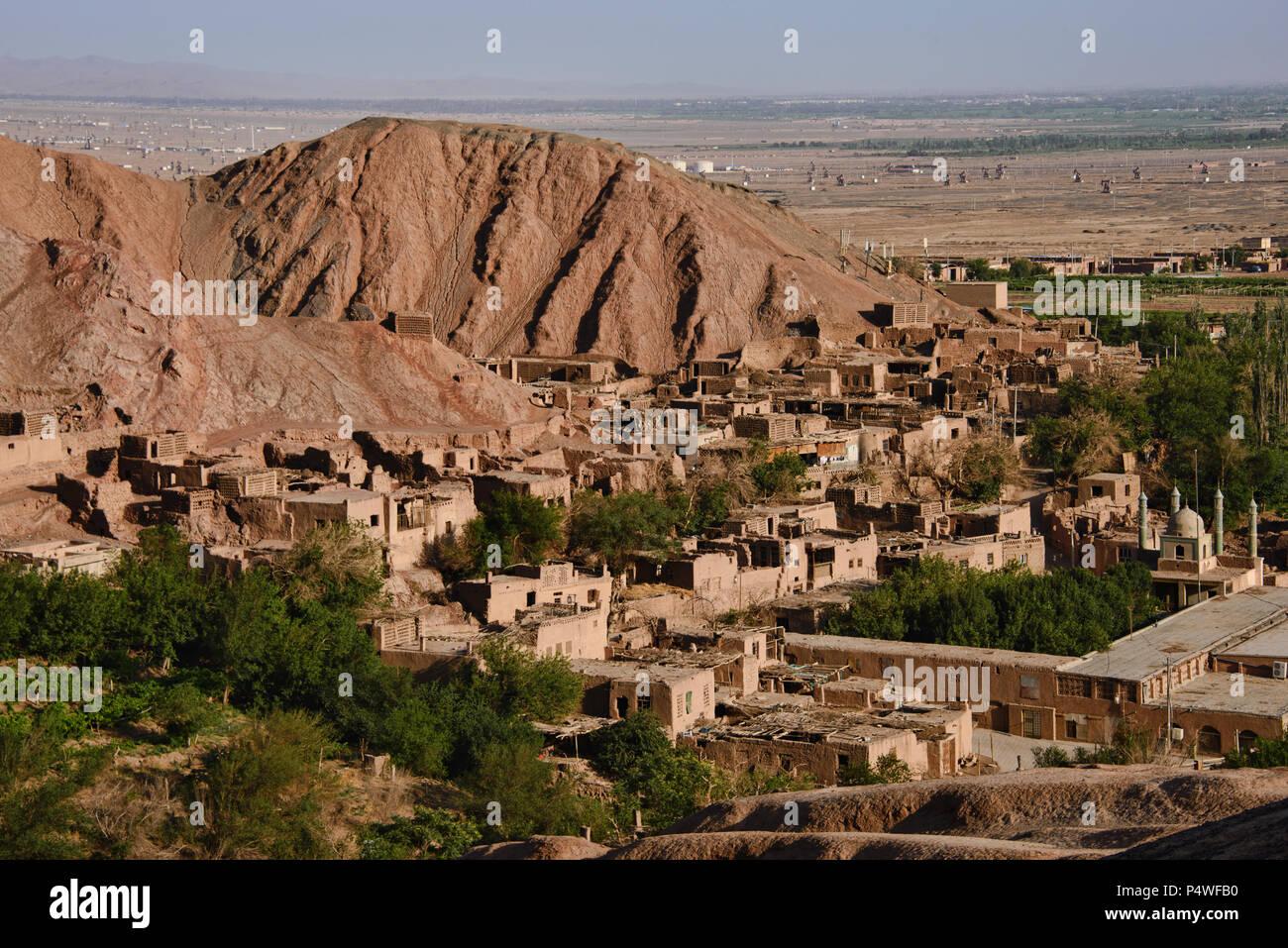 Ancient mud brick village in the Tuyoq Valley, Turpan, Xinjiang, China - Stock Image