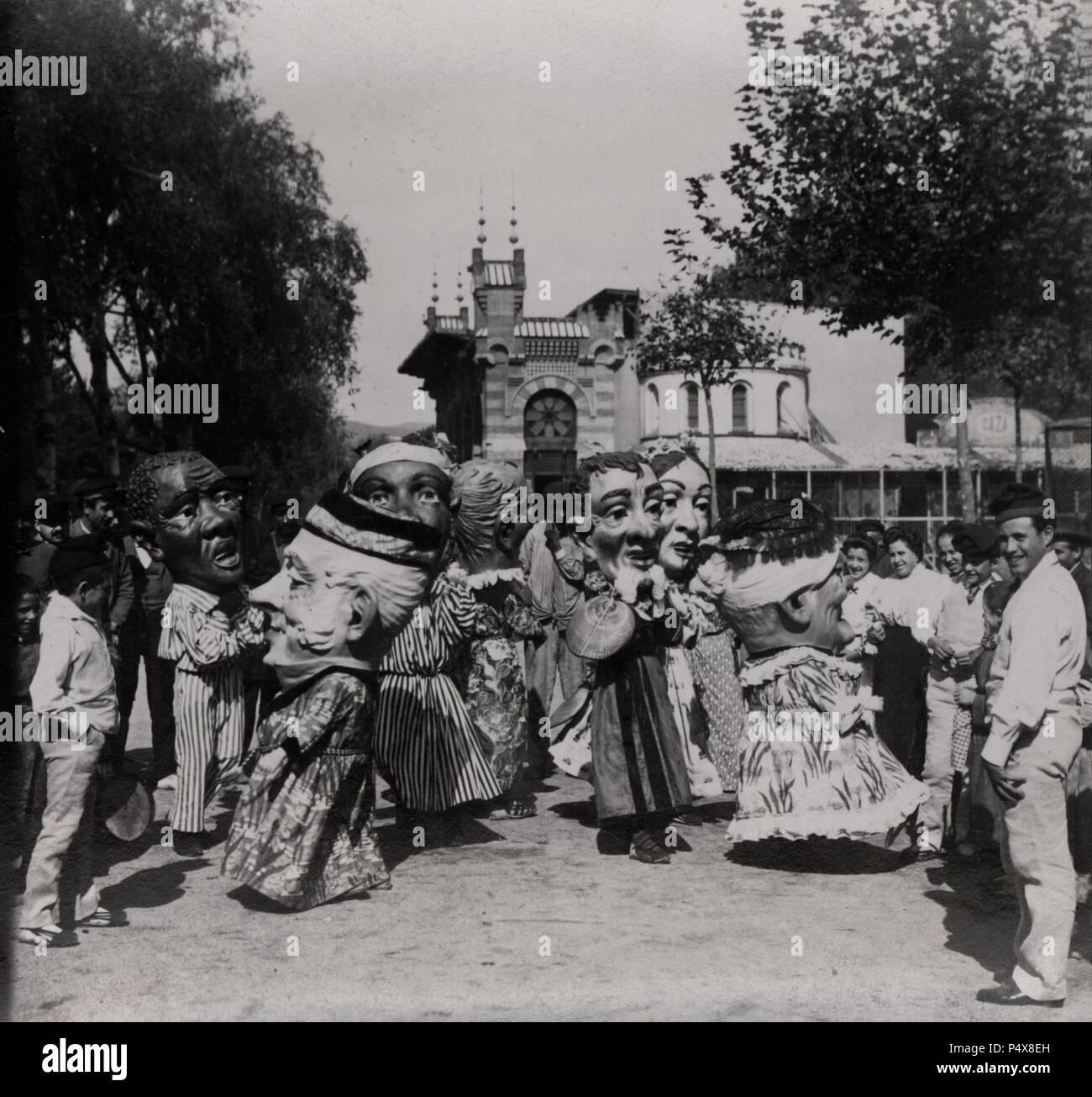 Cabezudos de la Casa de Caridad de Barcelona. Años 1900. - Stock Image