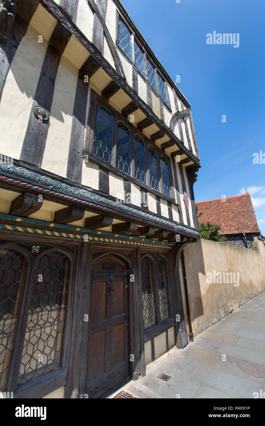 City of Canterbury, England. Picturesque view of a Grade II* listed building at number 8 Palace Street, on Canterbury's King's Mile. - Stock Image