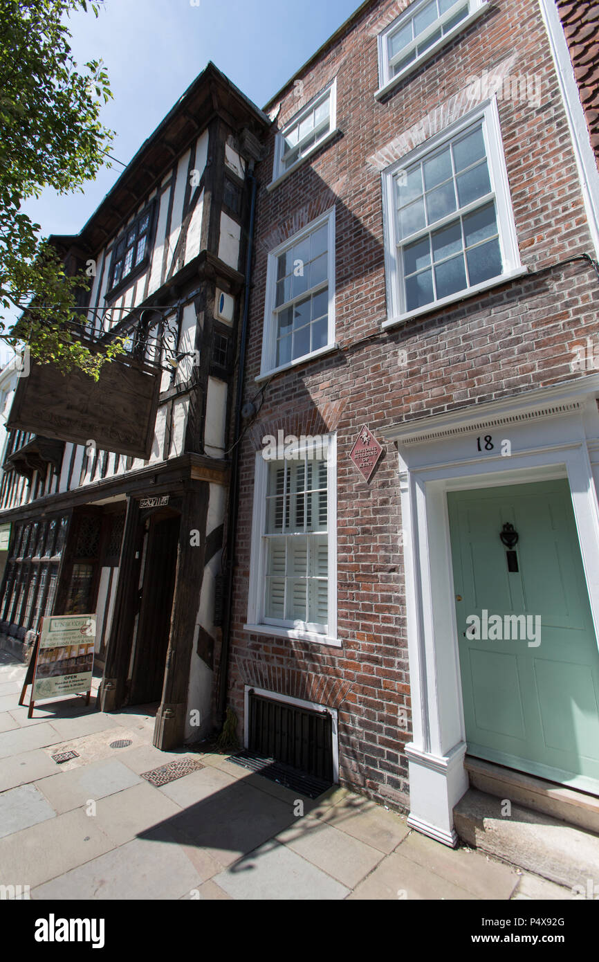 City of Canterbury, England. Picturesque view of a Grade II listed building at number 18 Palace Street on Canterbury's King's Mile. - Stock Image