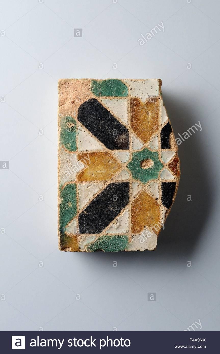 Glazed ceramic tile with geometric decoration 10 x 9, 5 cm. (15 th CE ) - Modern era belonging of the ' Burgo de Santiuste Museum' in Alcalá de Henares. (Madrid). SPAIN. - Stock Image