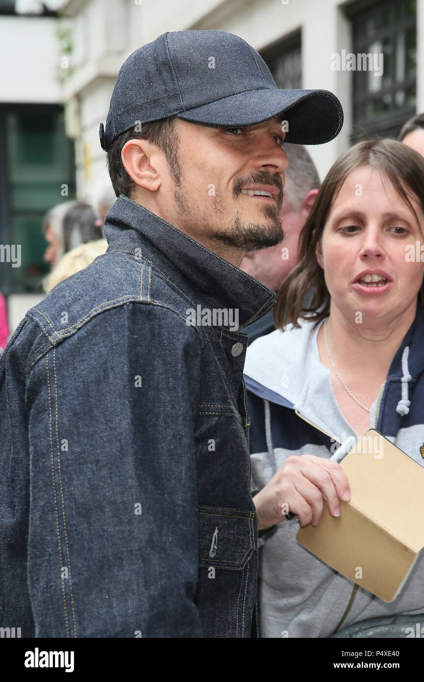 Orlando Bloom arriving at BBC Radio Two Studios to promote his new Westend theatre play 'Killer Joe' - London  Featuring: Orlando Bloom Where: London, United Kingdom When: 23 May 2018 Credit: WENN.com - Stock Image
