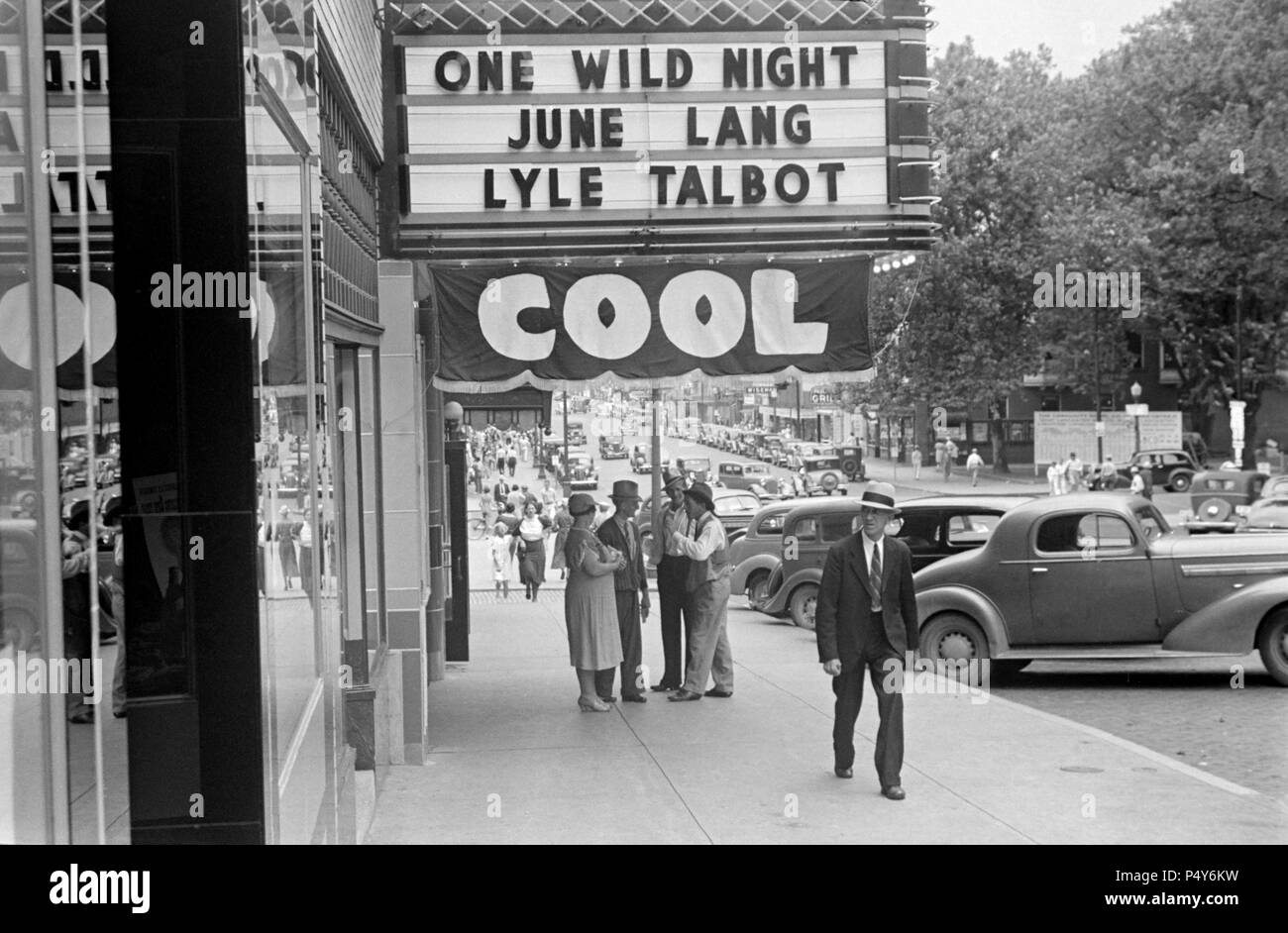 Street Scene and Movie Theater, Lancaster, Ohio, USA, Ben Shahn, U.S. Resettlement Administration, August 1938 - Stock Image