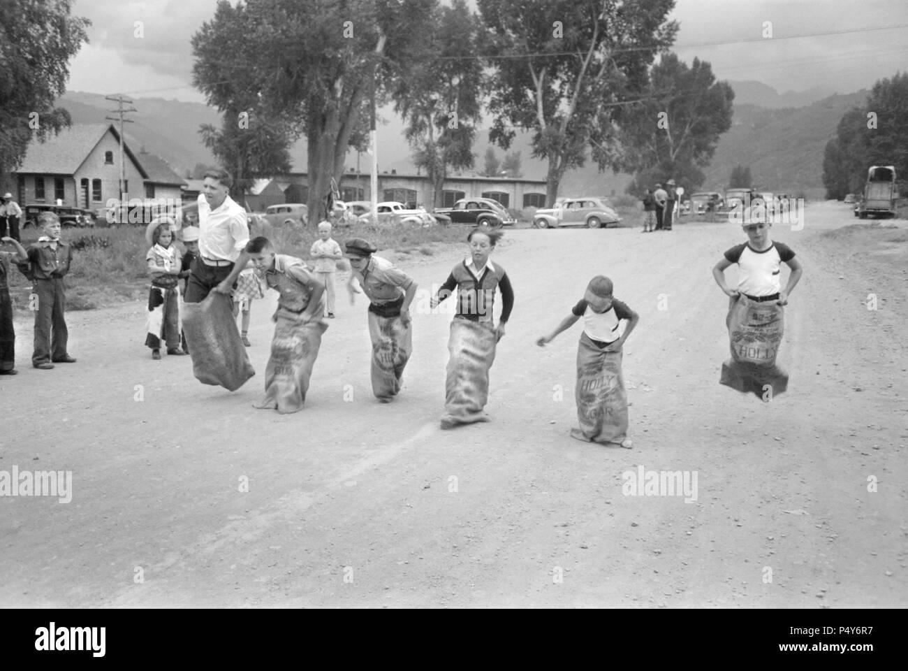 Boys Potato Sack Race, Labor Day Celebration, Ridgway, Colorado, USA, Russell Lee, Farm Security Administration, September 1940 - Stock Image