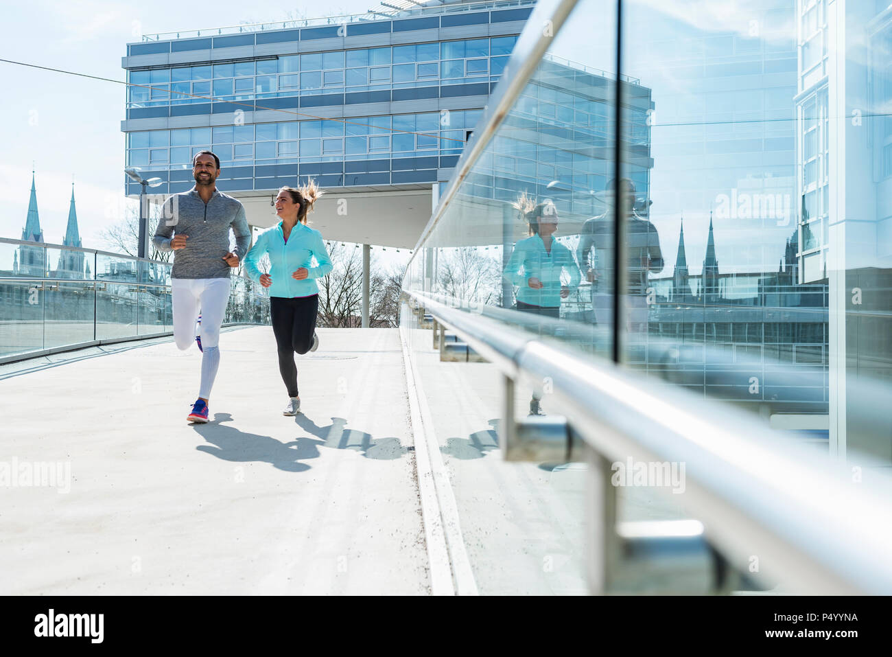 Couple running in the city - Stock Image
