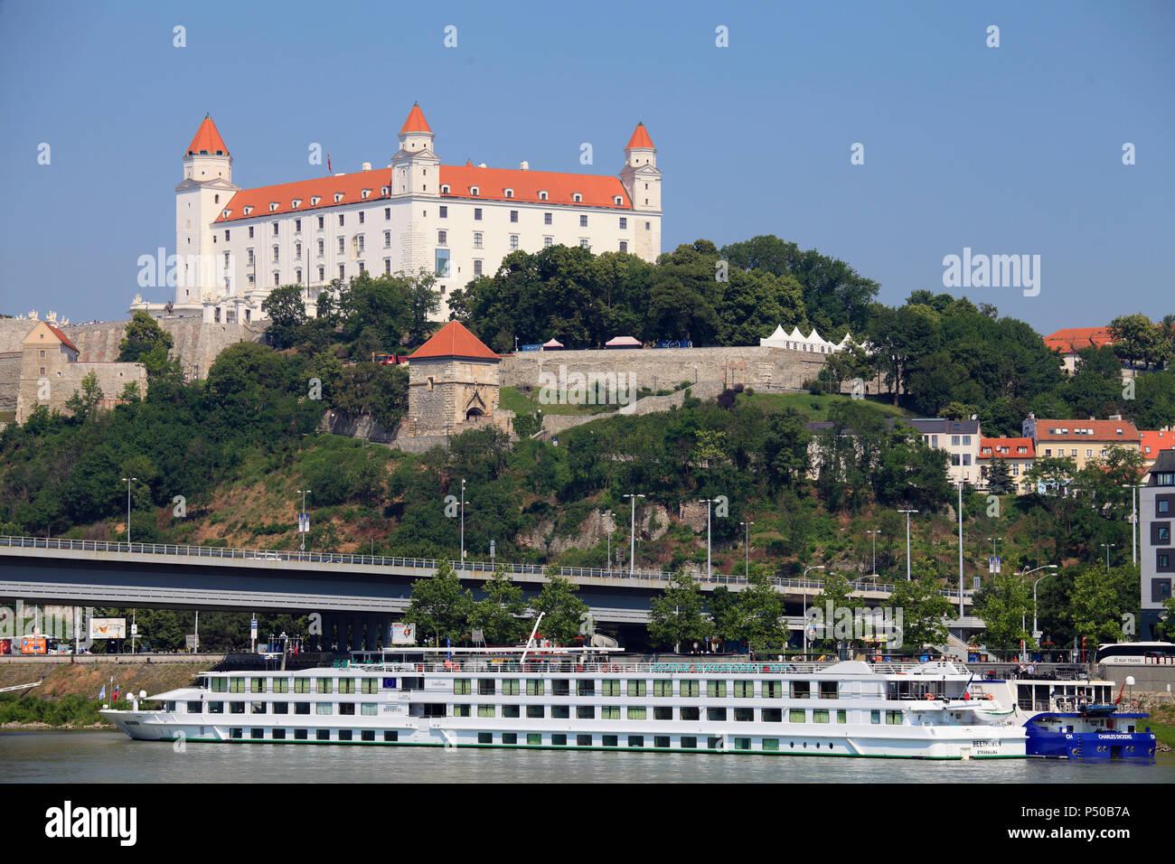 Slovakia, Bratislava, skyline, castle, Danube river, ships, - Stock Image