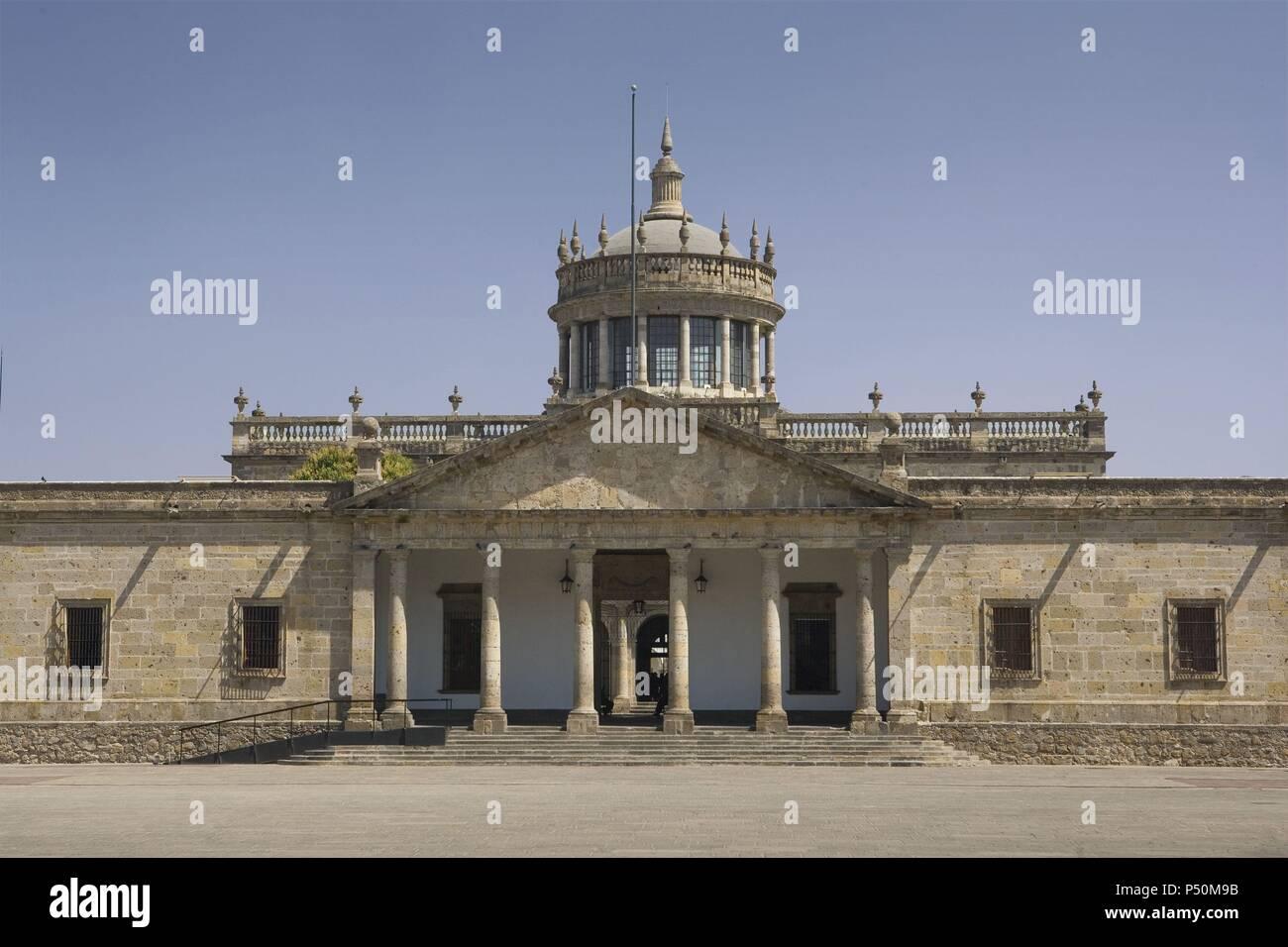 MEXICO. GUADALAJARA. Vista del INSTITUTO CULTURAL CABAÑAS, construído en el siglo XIX en estilo neoclásico. Antiguo HOSPICIO CABAÑAS para niños huérfanos. Declarado Patrimonio de la Humanidad por la UNESCO en 1997. Estado de Jalisco. - Stock Image