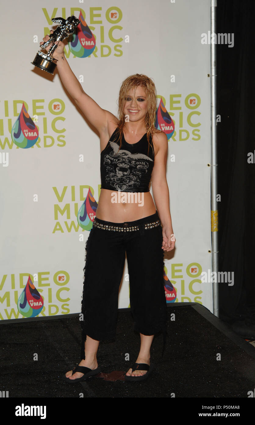 Kelly Clarkson At The MTV Music Video Awards Press Room In Miami