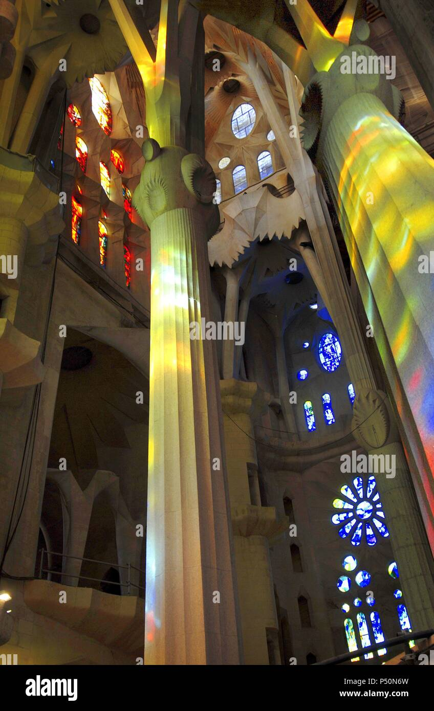 Arte Modernismo Espana Templo Expiatorio De La Sagrada Familia - Diseos-interior