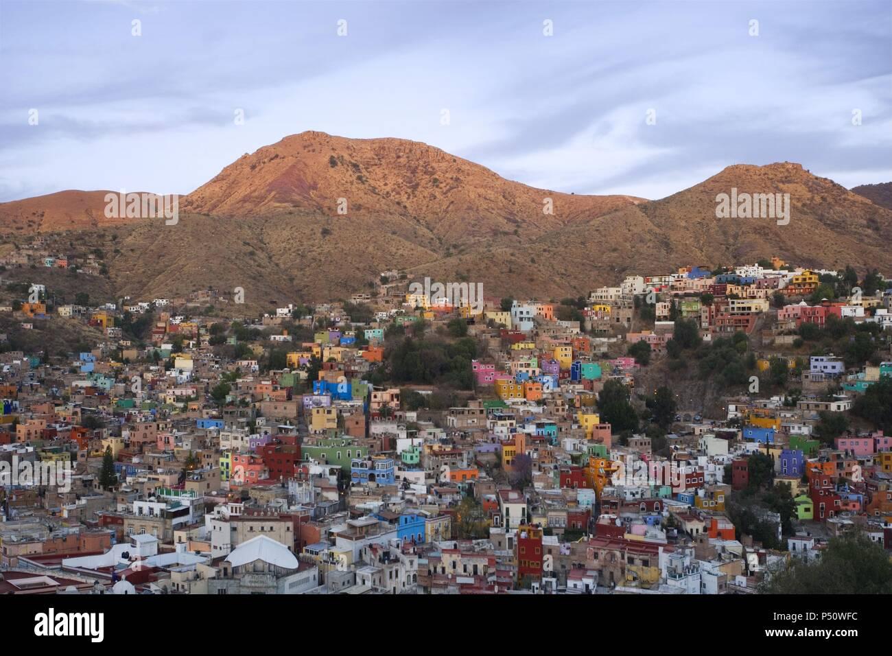 MEXICO. GUANAJUATO. Panorámica al atardecer de la ciudad, declarada Patrimonio Cultural de la Humanidad por la UNESCO. Estado de Guanajuato. - Stock Image