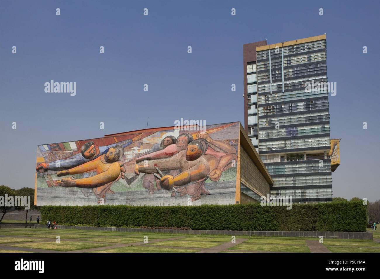 ARTE SIGLO XX. AMERICA. SIQUEIROS, David Alfaro (1898-1974). Artista mexicano. MURAL 'LAS FECHAS DE LA HISTORIA' (1952-1956). Situado en el campus de la Universidad Nacional Autónoma de México (UNAM), declarada Patrimonio Cultural de la Humanidad por la UNESCO, junto al EDIFICIO DE LA RECTORIA. MEXICO D. F. México. - Stock Image