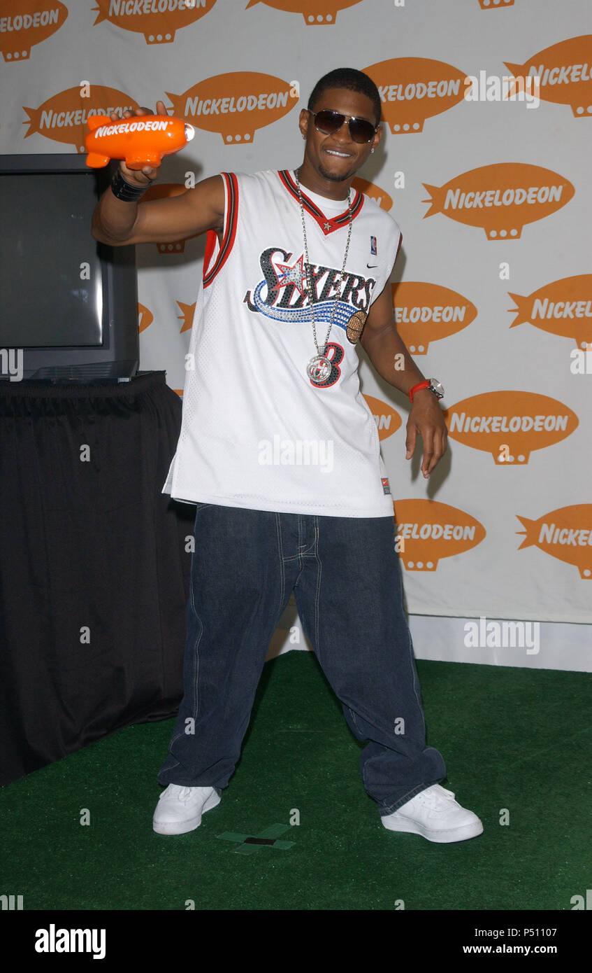 4 10 02 Stock Photos Images Alamy Ramayana Aero Tshirt Navy L Usher With His Award For Favorite Male Singer At The 15th Annual Nickelodeon Kids