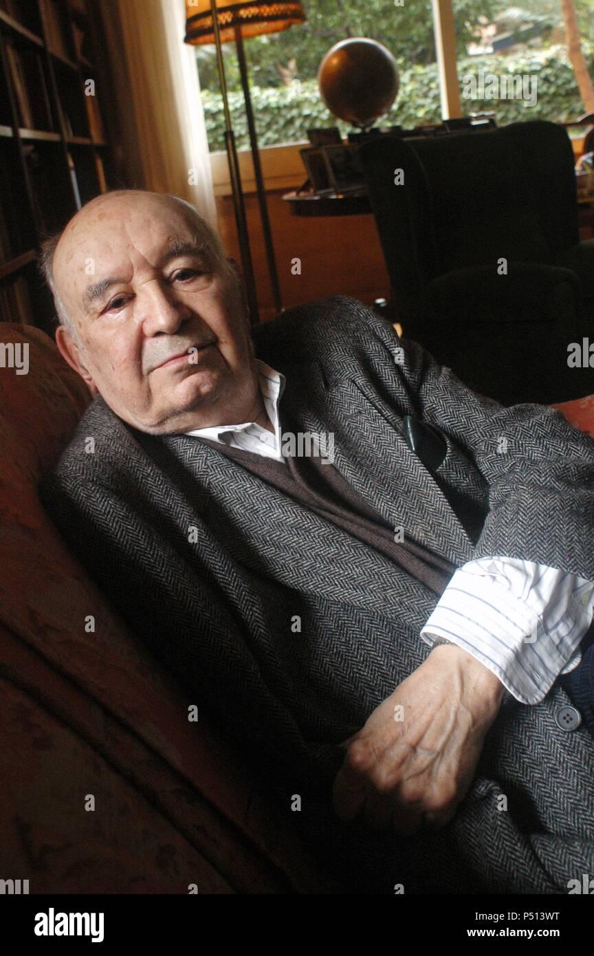 DE RIQUER, Martín. Spanish writer. Barcelona, dic. 04. - Stock Image