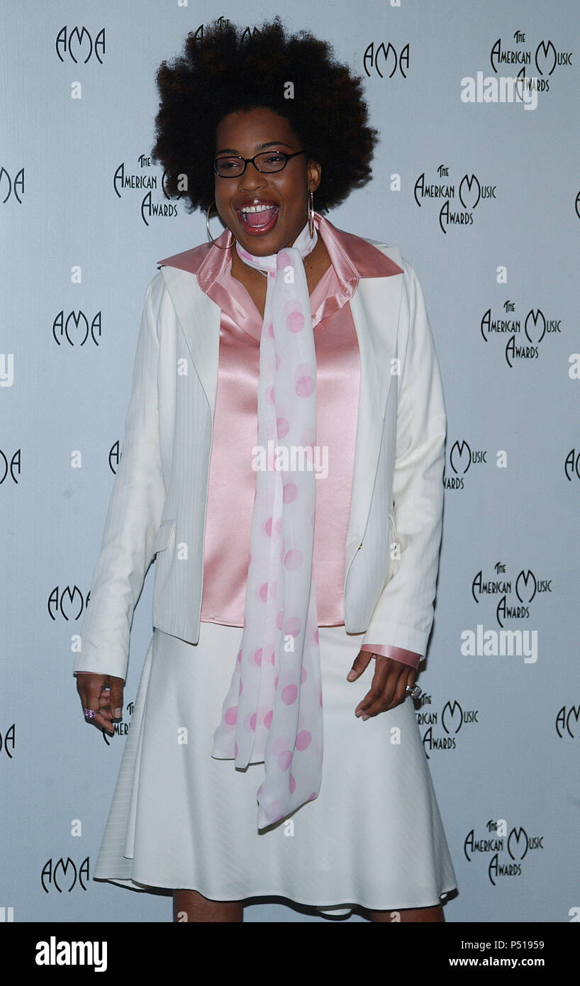 Macy Gray presenting the nominees at the American Music Awards at the Beverly Hills Hotel in Los Angeles. September 16, 2003.GrayMacy_09 Red Carpet Event, Vertical, USA, Film Industry, Celebrities,  Photography, Bestof, Arts Culture and Entertainment, Topix Celebrities fashion /  Vertical, Best of, Event in Hollywood Life - California,  Red Carpet and backstage, USA, Film Industry, Celebrities,  movie celebrities, TV celebrities, Music celebrities, Photography, Bestof, Arts Culture and Entertainment,  Topix, vertical, one person,, from the years , 2003 to 2005, inquiry tsuni@Gamma-USA.com - Th - Stock Image