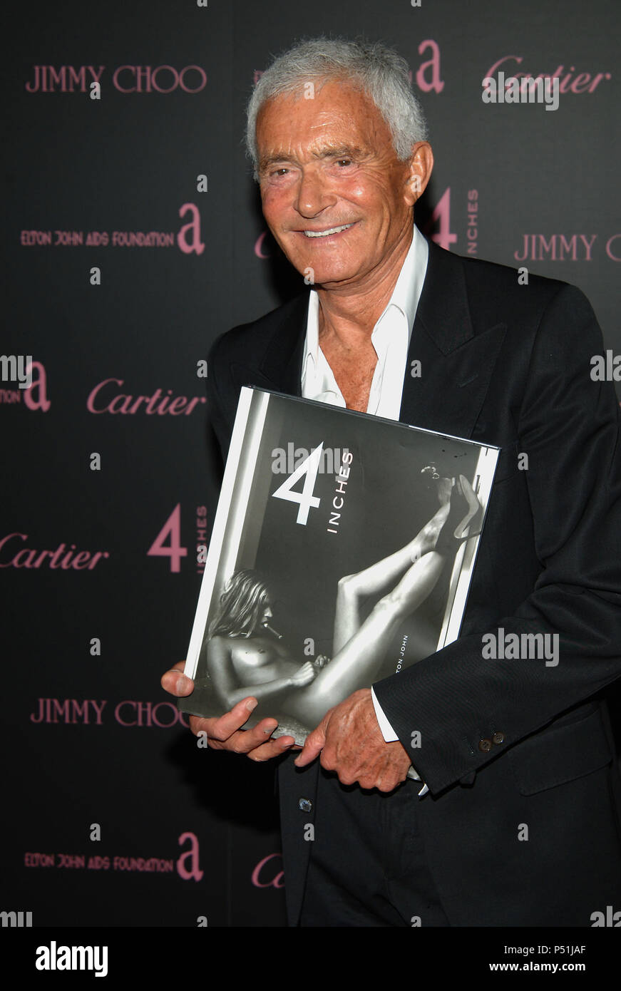 Vidal Sassoon arriving at the 4 Inches Party, A Project for Women about Women by Women to benefit the Elton Jones Foundation at Morton in Los Angeles. June 21, 2005. SassoonVidal003 Red Carpet Event, Vertical, USA, Film Industry, Celebrities,  Photography, Bestof, Arts Culture and Entertainment, Topix Celebrities fashion /  Vertical, Best of, Event in Hollywood Life - California,  Red Carpet and backstage, USA, Film Industry, Celebrities,  movie celebrities, TV celebrities, Music celebrities, Photography, Bestof, Arts Culture and Entertainment,  Topix, vertical, one person,, from the years , 2 - Stock Image