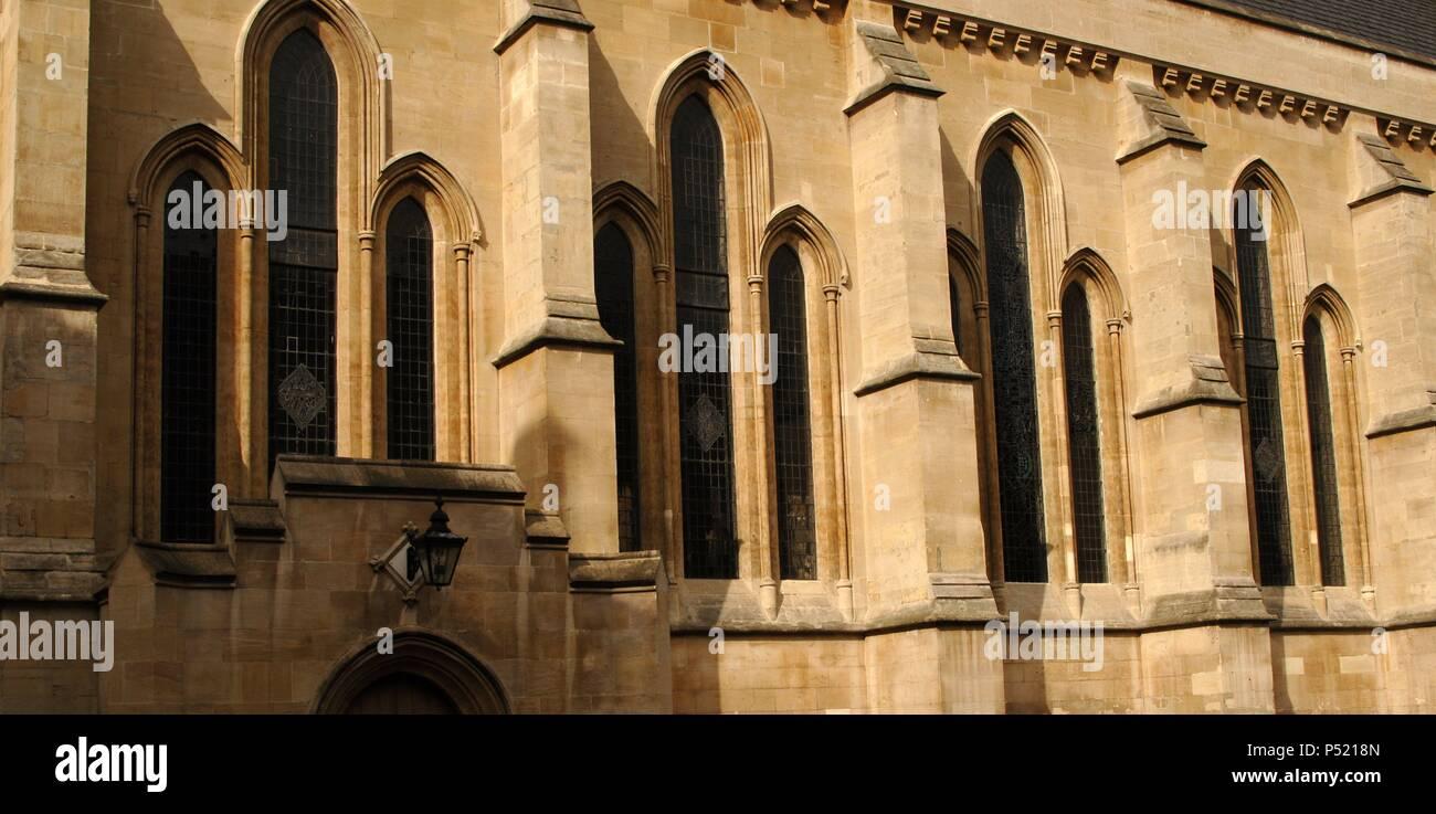 IGLESIA DEL TEMPLE. Consagrada en el año 1185. En el año 1307, tras la destrucción y abolición de los Caballeros Templarios, Eduardo II tomó control de la Iglesia como posesión real. Detalle exterior. Londres. Inglaterra. Reino Unido. - Stock Image