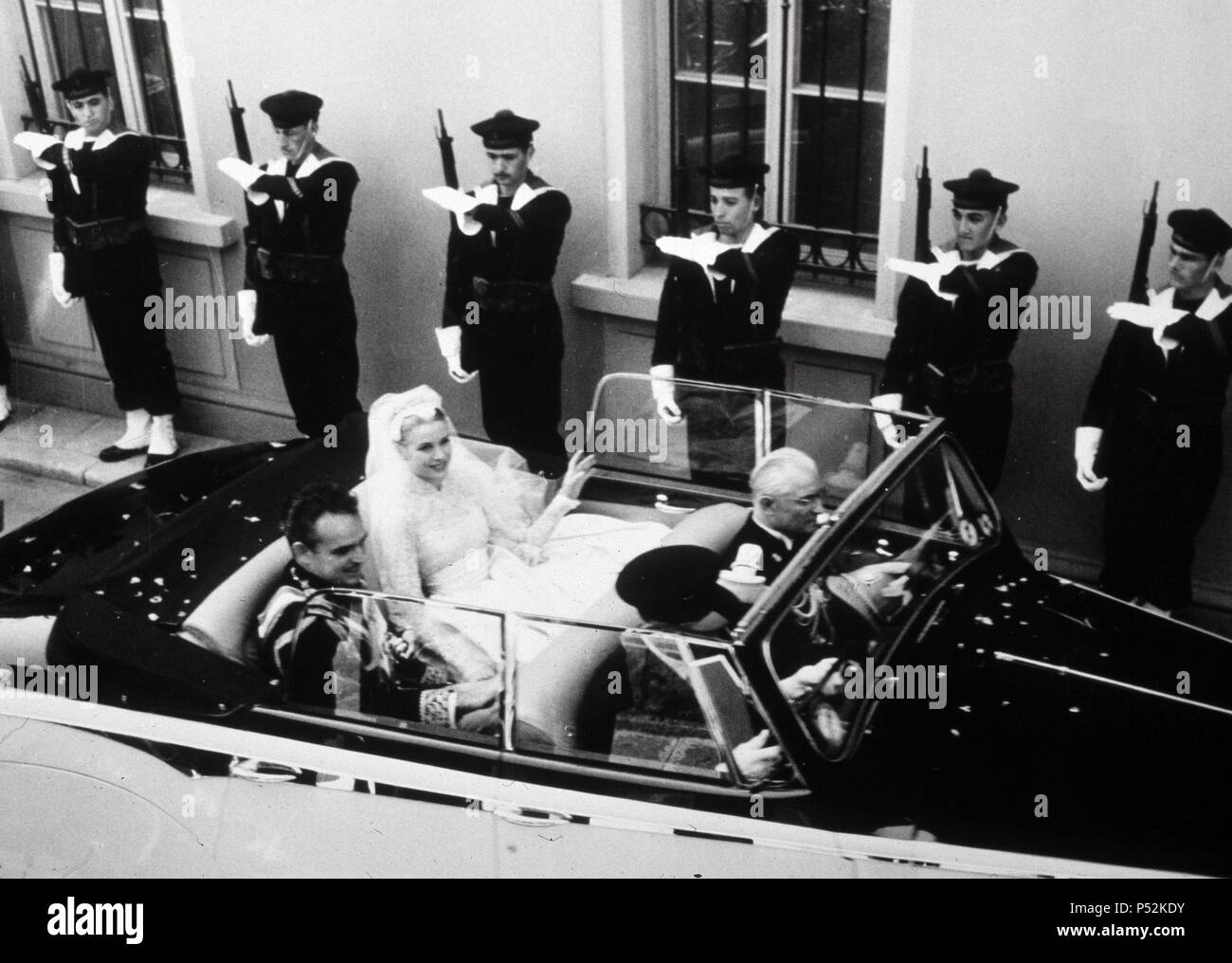 Grace and Rainier drive through the streets of Montecarlo after their wedding service, Monaco  1956. - Stock Image