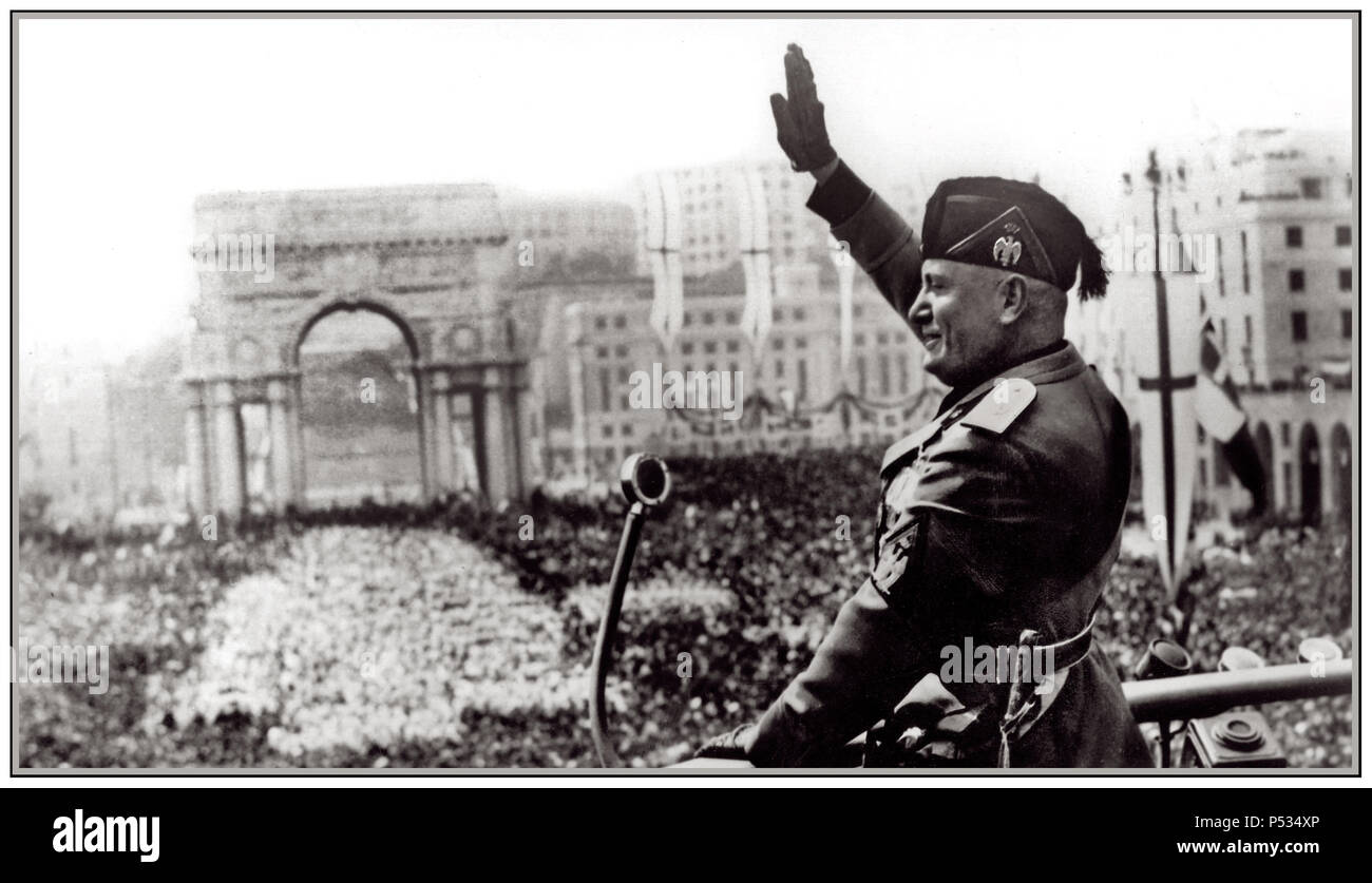 IL DUCE MUSSOLINI ROME ITALY SPEECH Italian fascist dictator Benito  Mussolin in military uniformi with microphone making a speech on raised  podium waving to ...