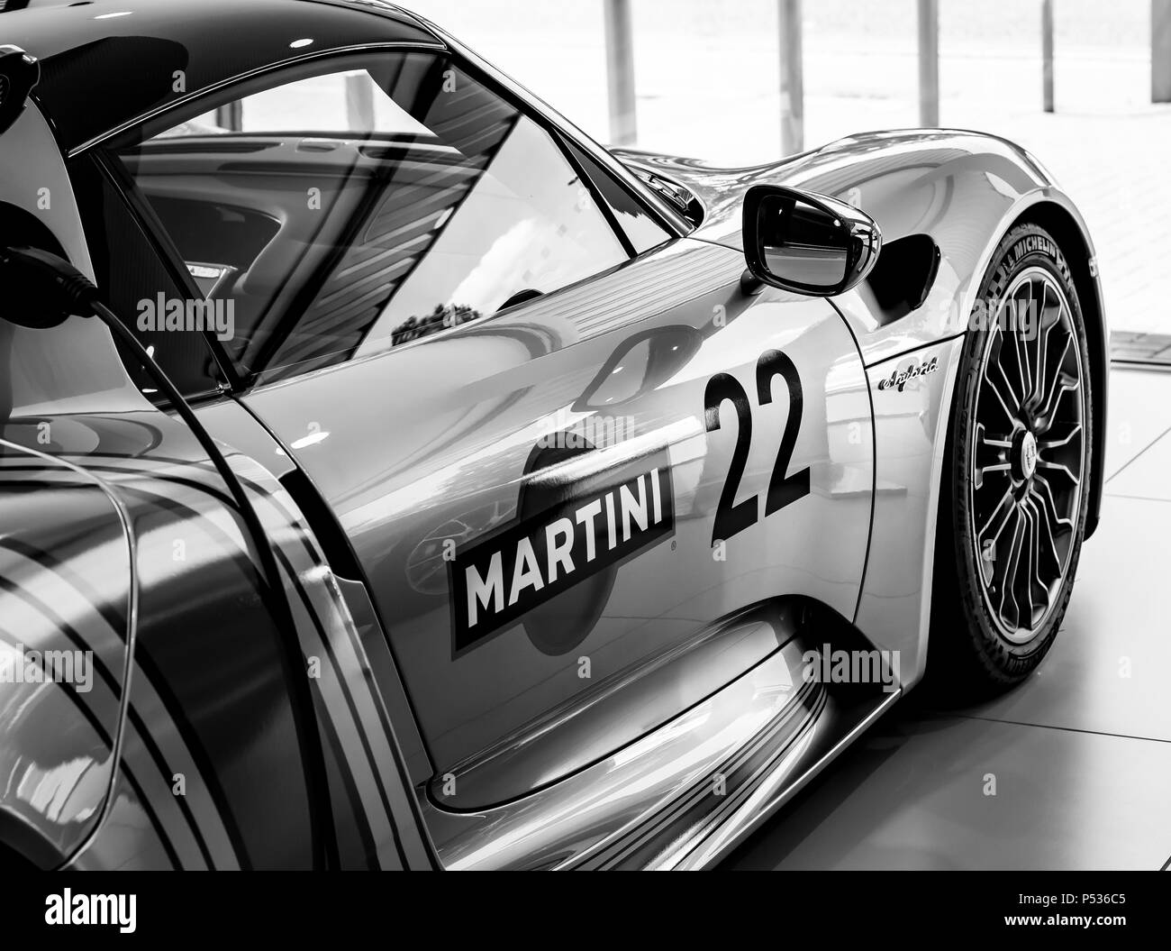 A modern Porsche 918 Hypercar Stock Photo 209668597 , Alamy