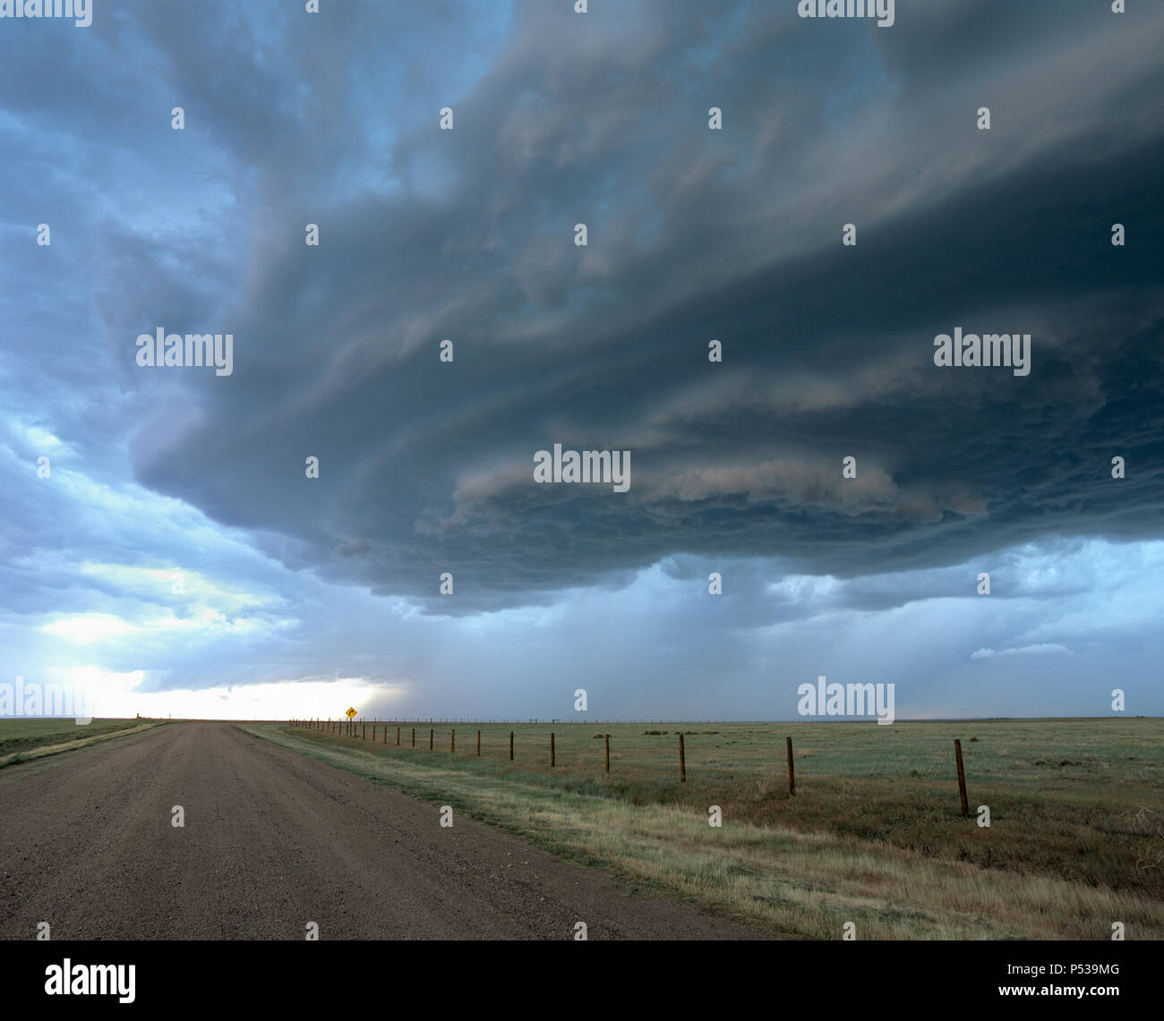 A wall cloud forms under a rotating supercell thunderstorm, over farmland in Nebraska, USA - Stock Image