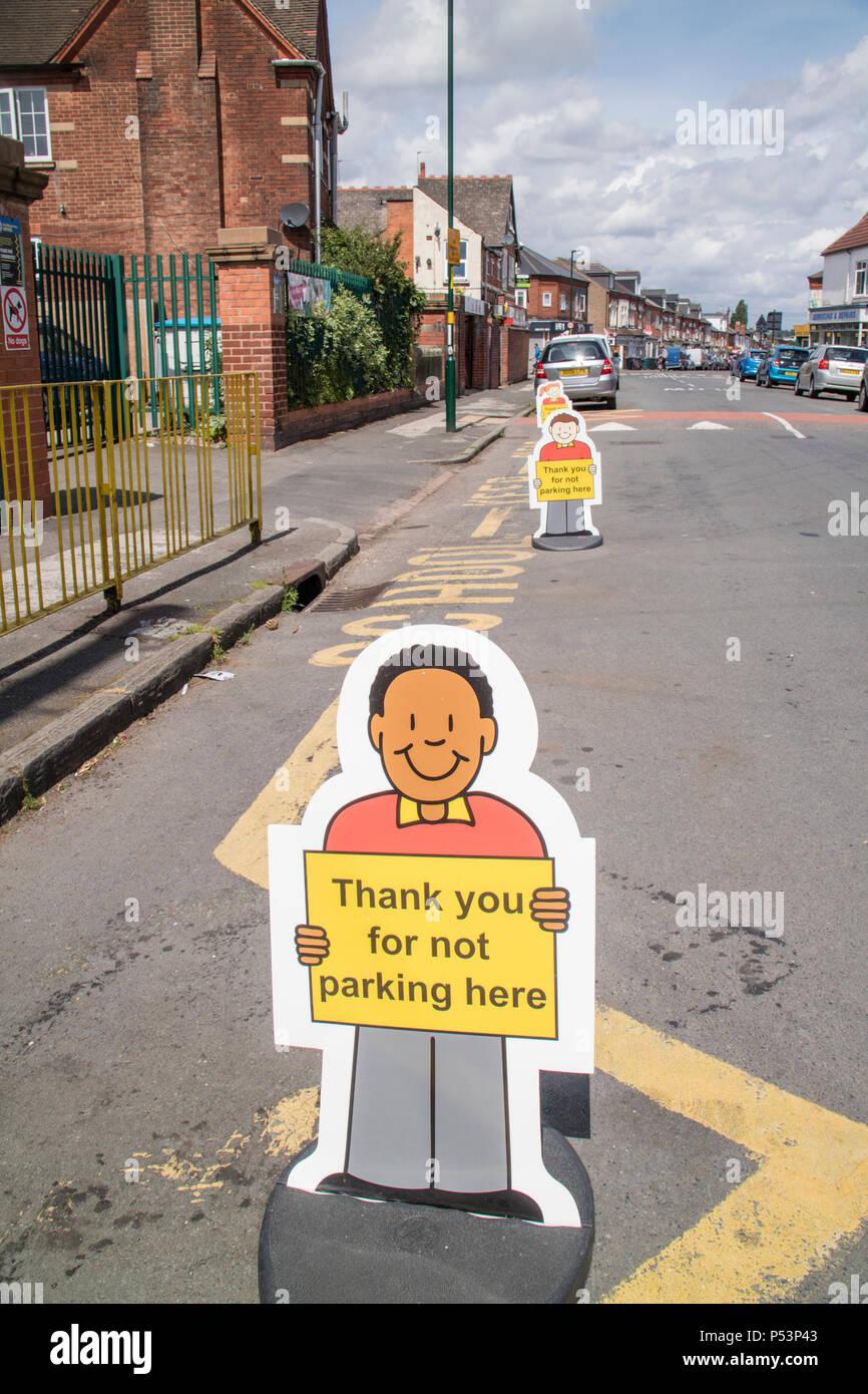 Polite signage outside a school in Selly Oak, Birmingham, UK - Stock Image