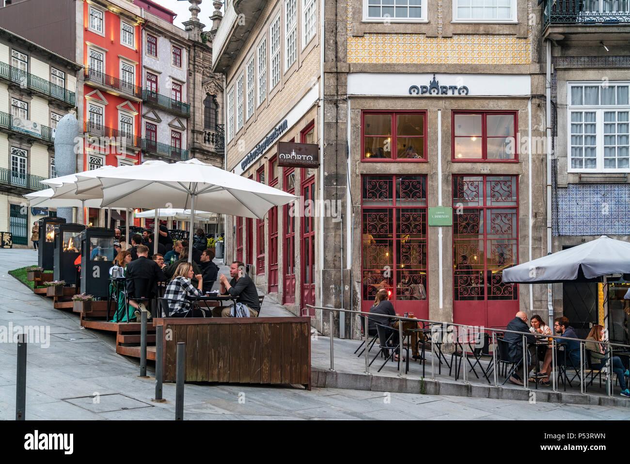 Restaurants and street cafes, Largo Sao Domingos, Oporto Appartments, Porto, Portugal - Stock Image
