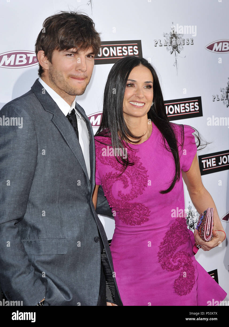 73224a99d1bd Ashton Kutcher   Demi Moore  33 - The Joneses Premiere at the Arclight  Theatre In Los