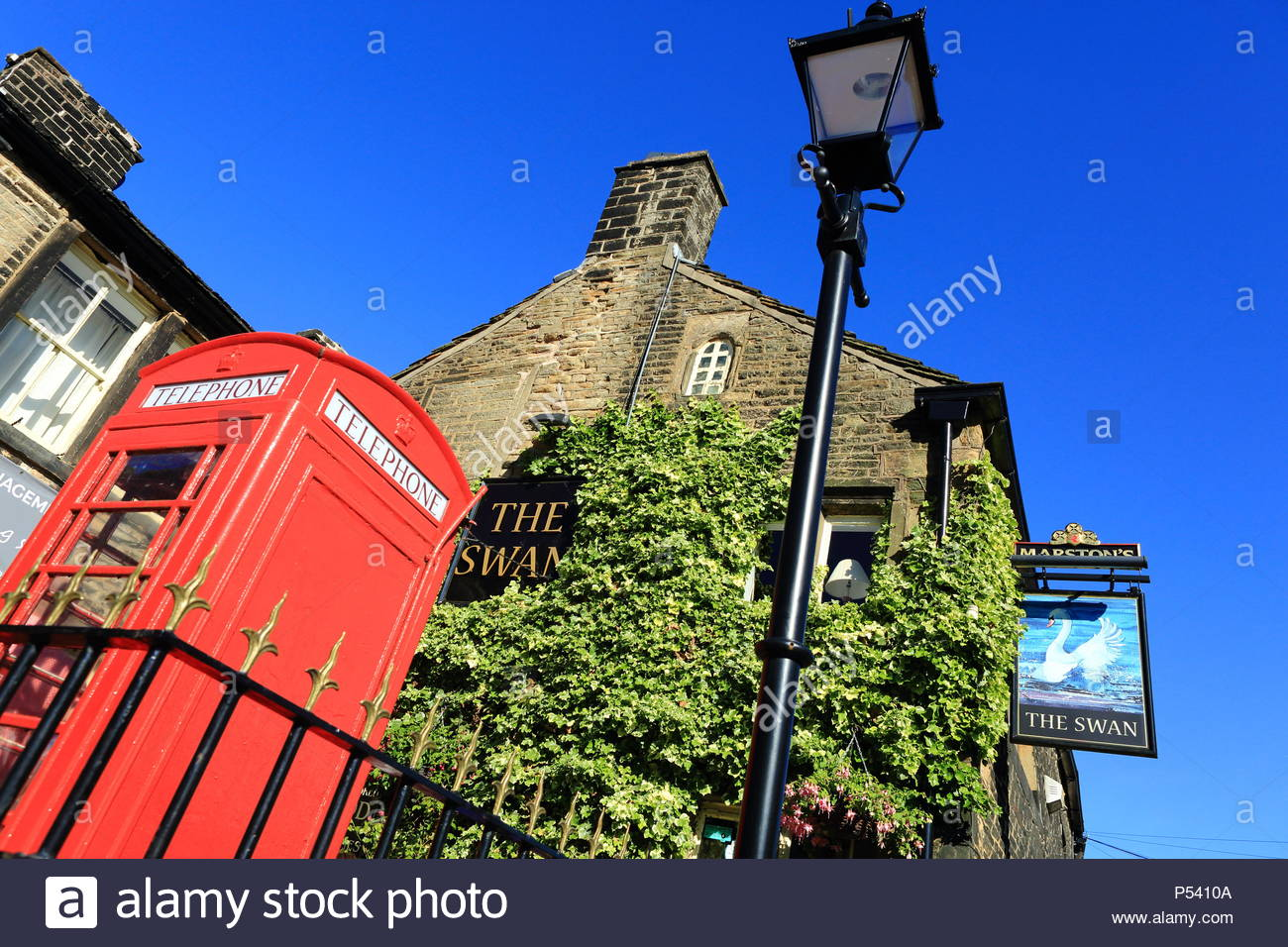 The Swan Pub Under A Beautiful Summer Sky In The Quirky Village Of Dobcross, Saddleworth, Oldham, England, Summer June 2018 - Stock Image