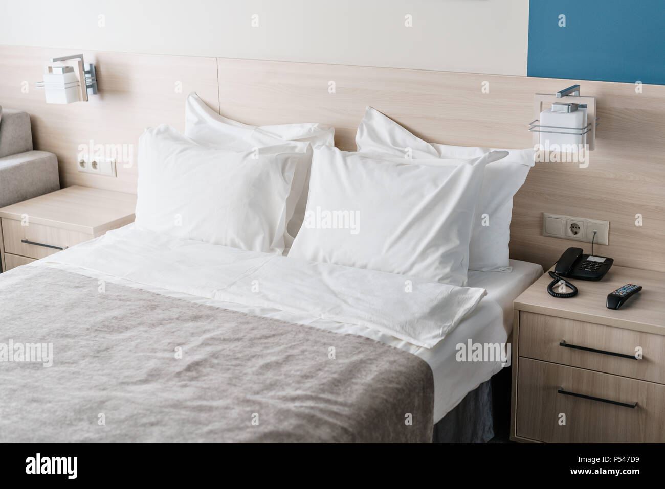 Bedding Cuscini.Modern Double Bedroom Comfortable Soft White Pillows On A Bed