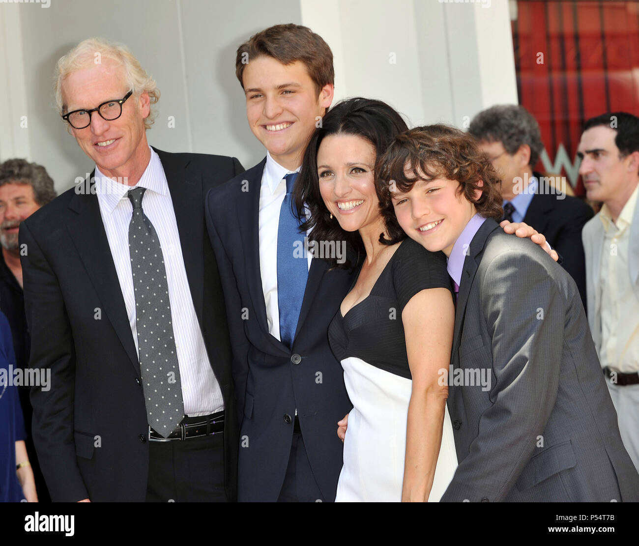 Brad Hall Wife Julia Louis Dreyfus Sons Henry And Charlie 20