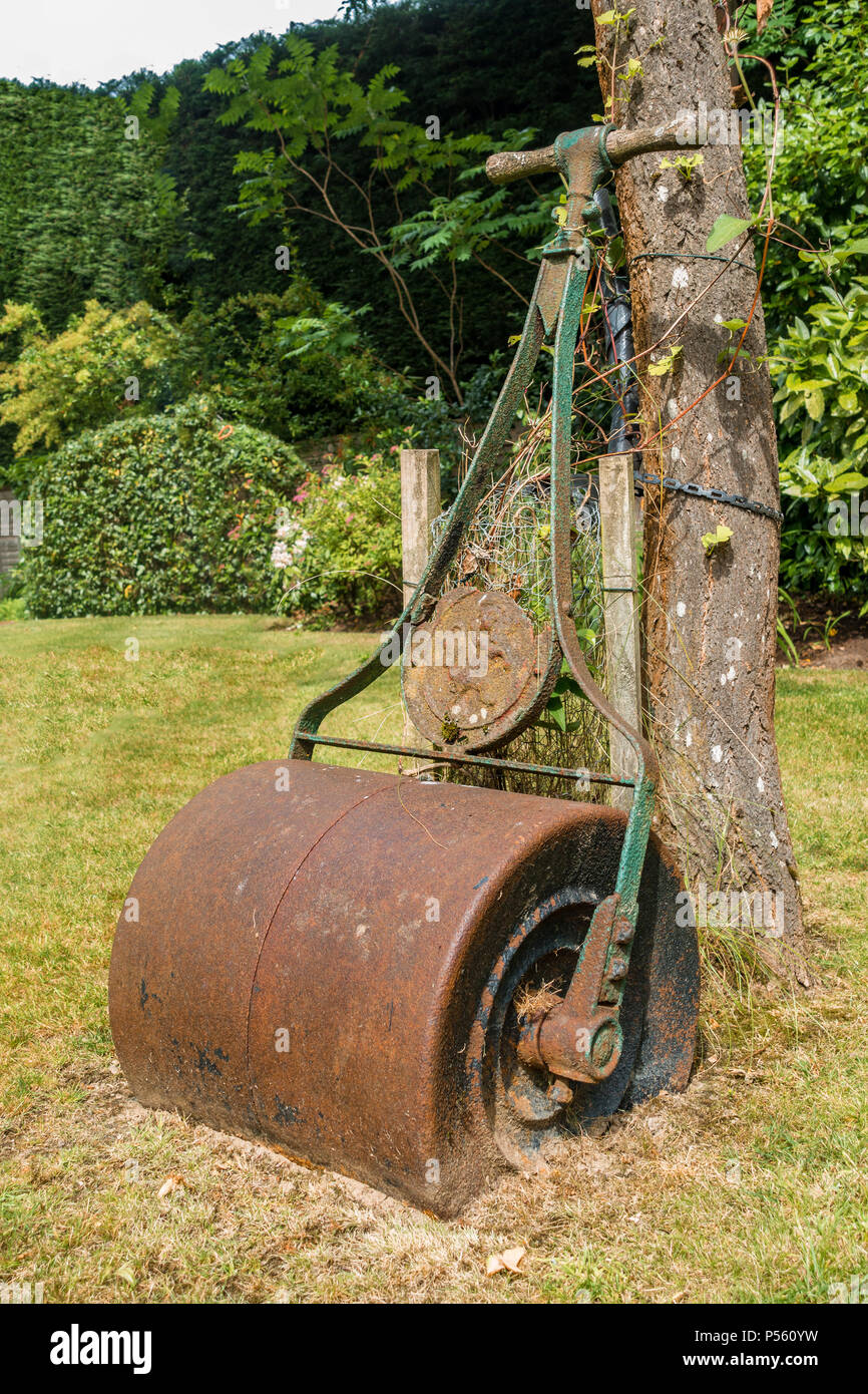 Old Lawn Roller Stock Photos & Old Lawn Roller Stock Images - Alamy