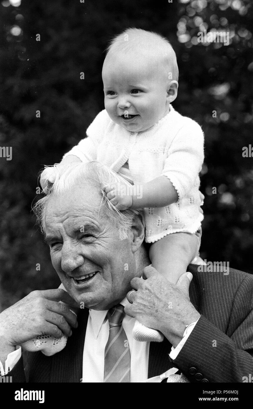 Fred Perry, former Wimbledon 3 times champion, with his grandson John Perry .  Picture taken at Wimbledon Tennis, 23rd June 1985 - Stock Image