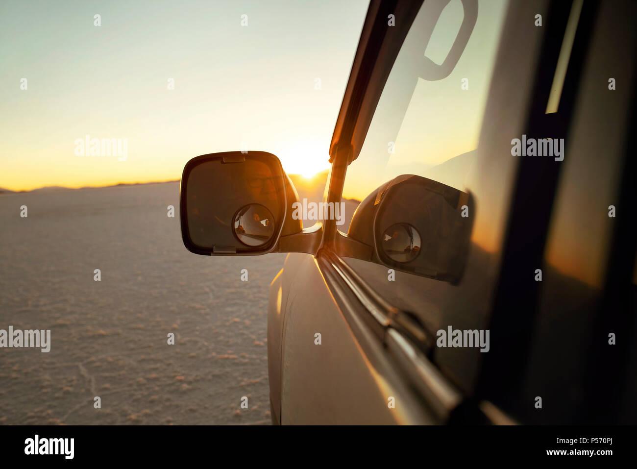 Land Cruiser parking during sunset, in the middle of Salar de Uyuni, Bolivia. Jun 2018 - Stock Image