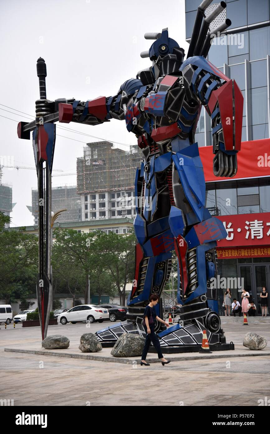 Liaochen, Liaochen, China. 25th June, 2018. Liaocheng, CHINA-25th June 2018: A sculpture of transformer made of recycled auto parts can be seen in Liaocheng, east China's Shandong Province. Credit: SIPA Asia/ZUMA Wire/Alamy Live News Stock Photo