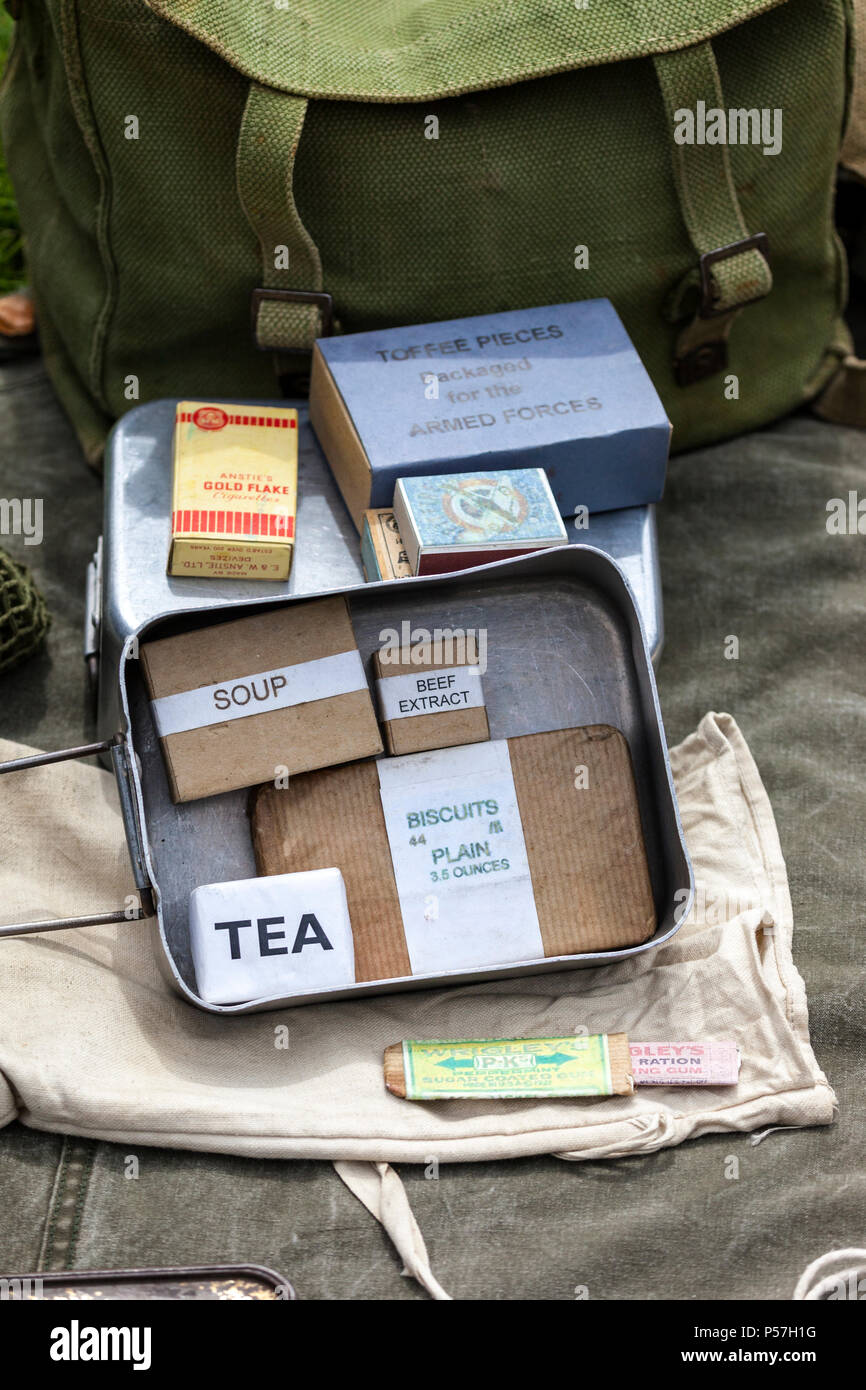 2nd World War Mess Tins with Food Rations - Stock Image