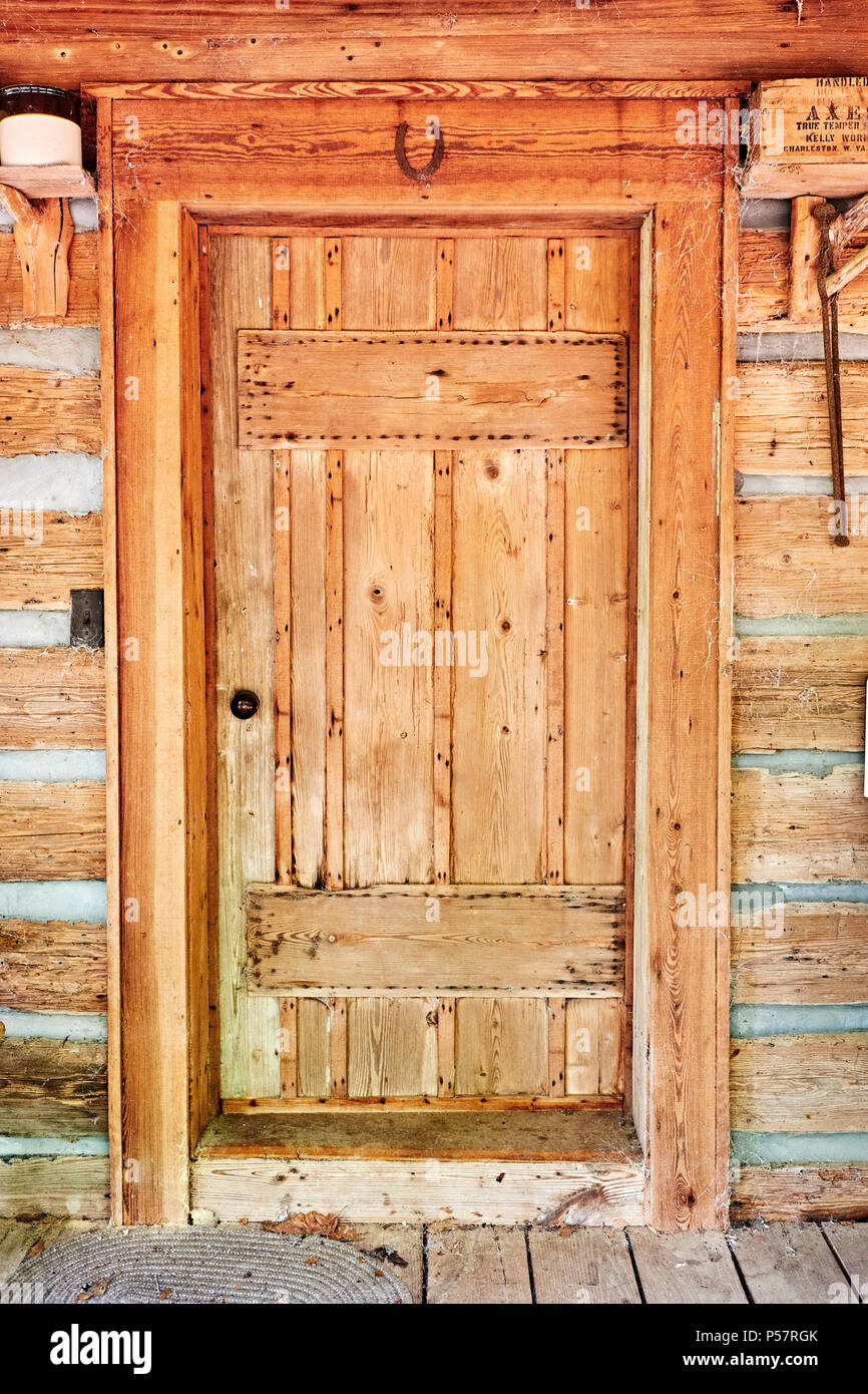 Old Antique Wooden Door In A Vintage Log Cabin With A Horseshoe Over The  Door In Rural Alabama, USA.