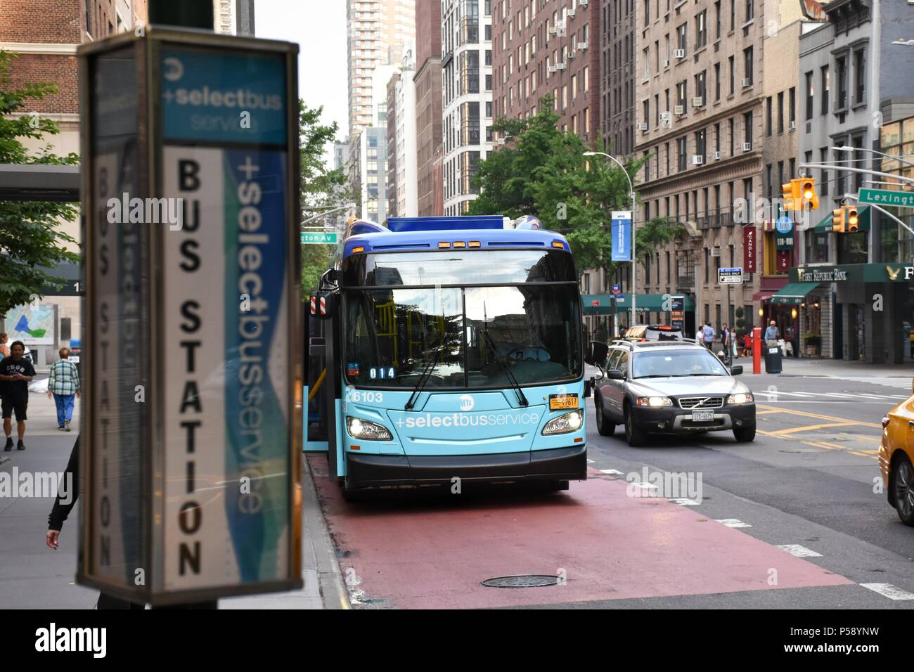 An M79 from the MTA's newest fleet of buses in Select Bus Service loads and unloads passengers at the Lexington Avenue stop - Stock Image