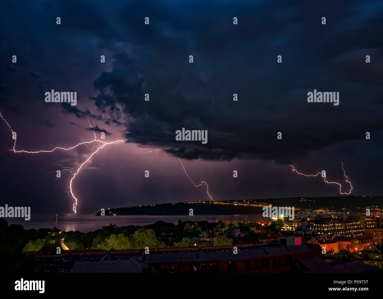 Stunning shots of thunder and clouds