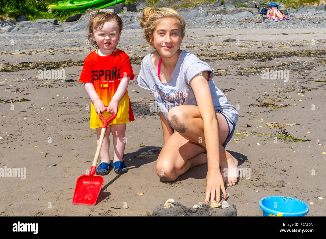 Schull, Ireland. 26th June, 2018. Young children play on the beach during another blisteringly hot day in West Cork, Ireland. Ireland is currently enjoying a mini heatwave with temperatures due to hit 30° Celsius later in the week. Credit: Andy Gibson/Alamy Live News. - Stock Image