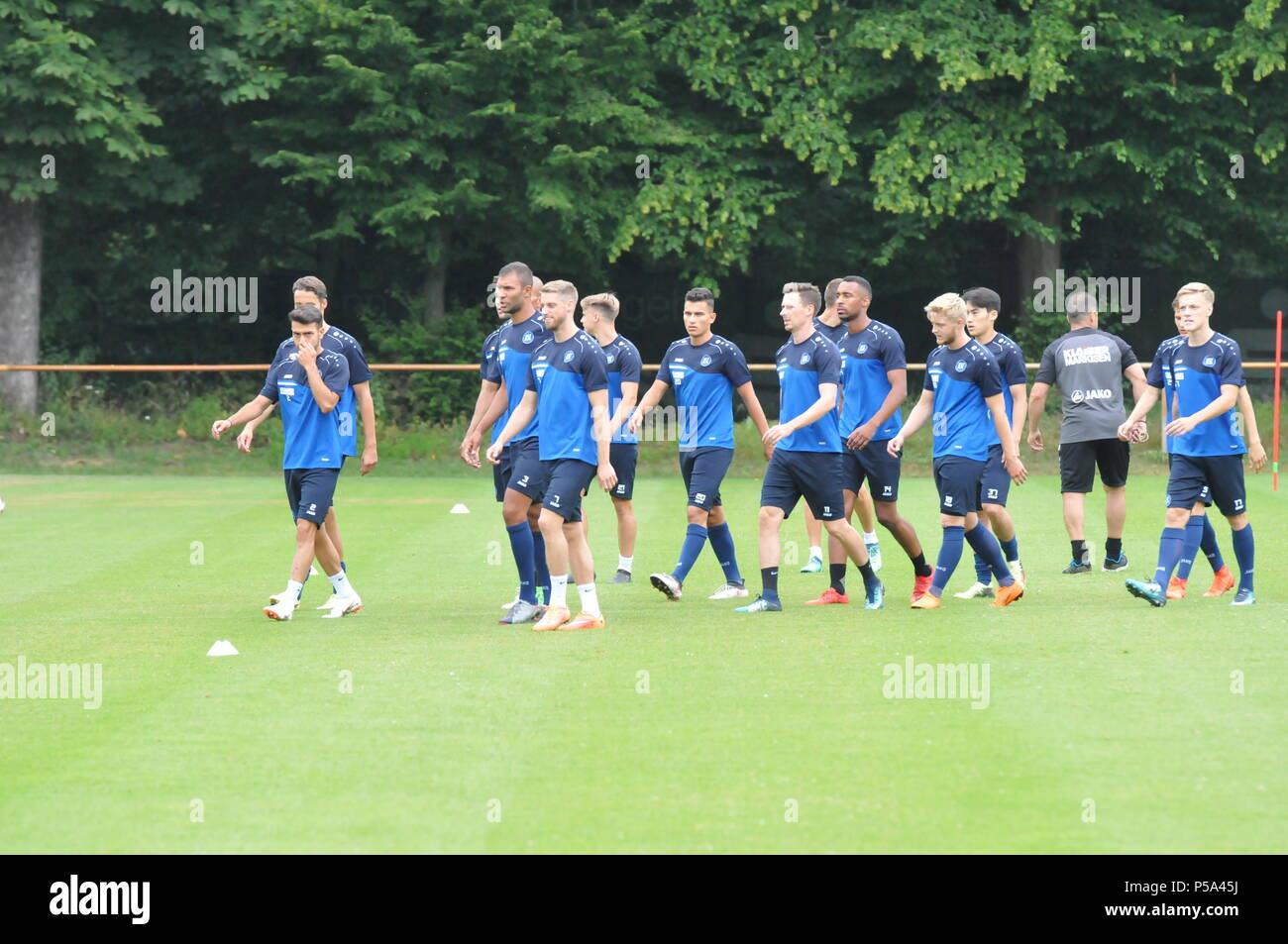 Karlsruhe Juni 2018, KSC-Training im Wiildpark, Die Fußballer des Karlsruher SC laufen aus. Die Vorbereitung auf die Dritte Liga ist gestartet. Footballer of Karlsruher SC are started in de Pre-Season - Stock Image